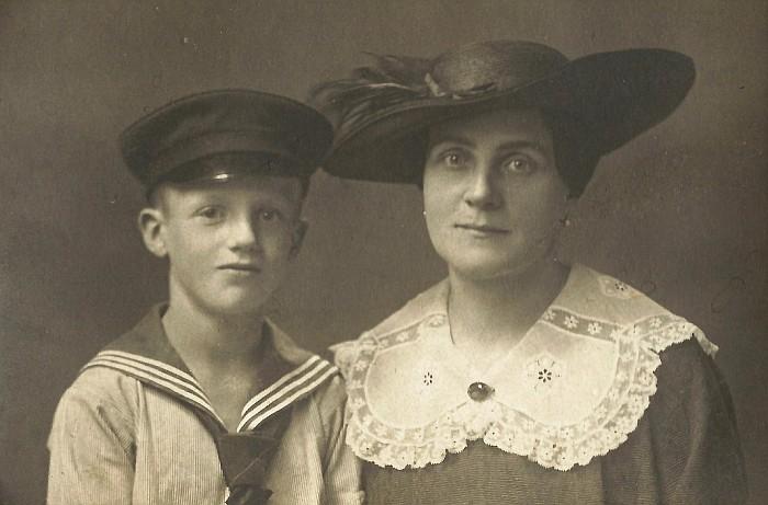 Karl Dinklage mit seiner Mutter in DresdenFoto: Gerhild Ustar, 29.8.2017