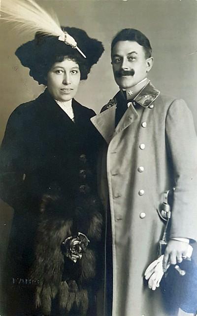 Anny Pinter mit ihrem Verlobten Hauptmann Matzke