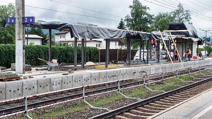 Errichtung der Überdachung am Bahnsteig 2