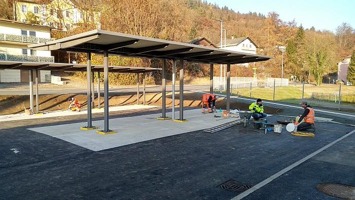 Errichtung der Abstellplätze für Fahr- und Motorräder