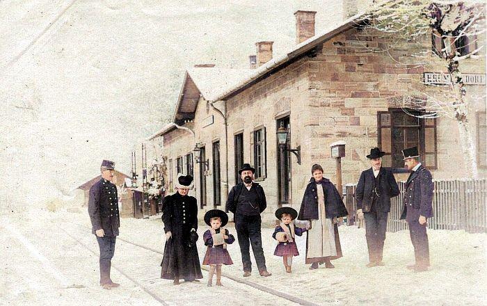 Bahnhof Krumpendorf mit Gästen 1904 koloriert