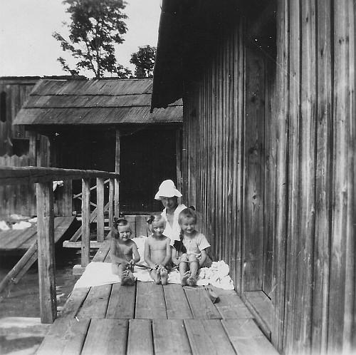 Die Egger-Töchter im Bad Stich 1910er