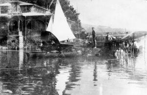 Flugzeugbergung vor Seerestauration Krumpendorf 1910