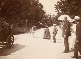 Auf der Hauptstrasse vor dem Bahnhof 1893