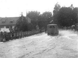 Überschwemmung Hauptstraße vor Krumpendorferhof 1940er
