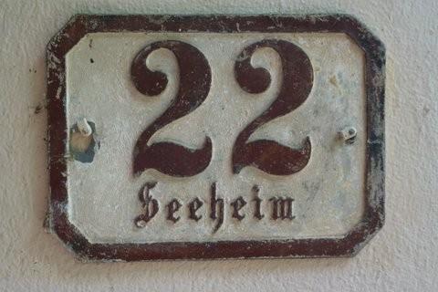 Hausnummer 22 der Villa Seeheim