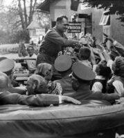 Rudolf Heß, ehem. Reichsminister auf der Durchfahrt durch Krumpendorf 1938