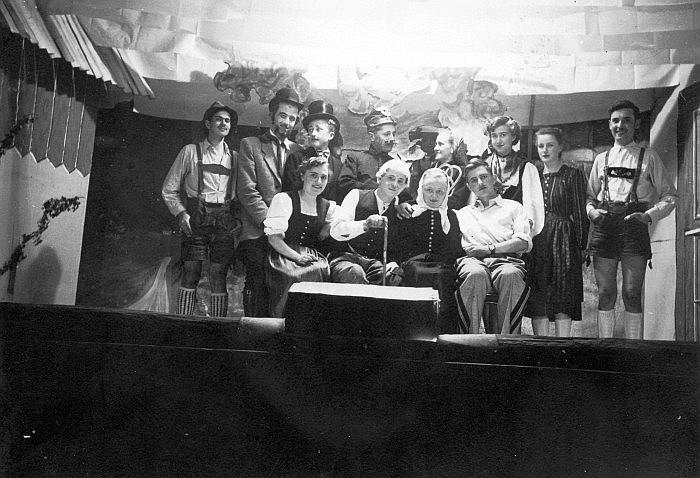 Theateraufführung im Krumpendorferhof 1930er Jahre