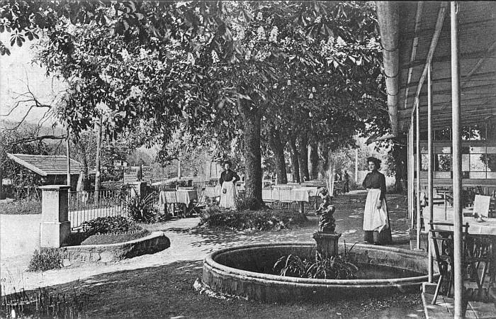 Gastgarten mit Springbrunnen 1890er