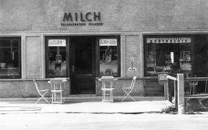 Haus Kitz mit Geschäften für Milch und Südfrüchte