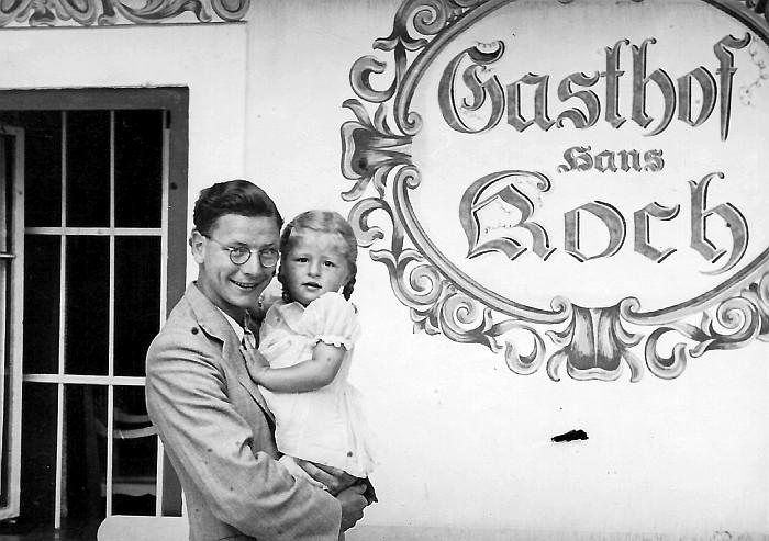 Grete Koch mit Gast 1941