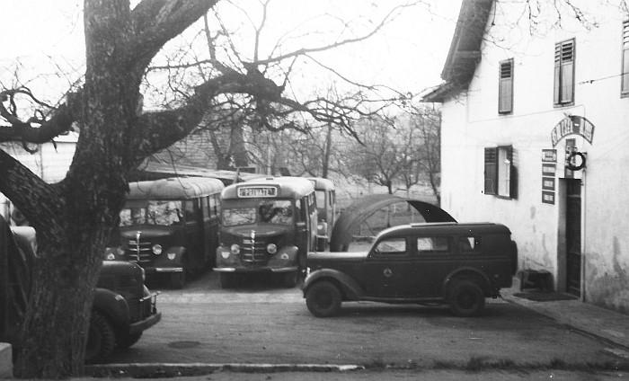 Britische LKW im Hof des Hotel Koch 1949