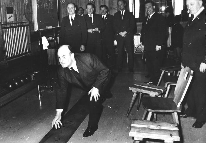 Josef Klaus beim Kegeln 1966-1969