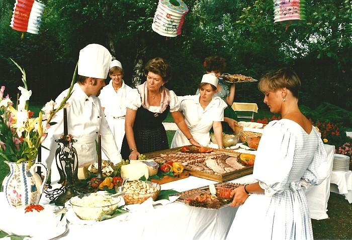 Johanna Koch am Buffet im Seehotel Koch ca. 1980