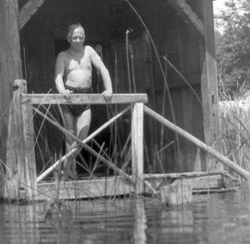 Edwin Komauer beim Baden