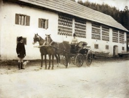 Kutsche vor Alter Post 1888