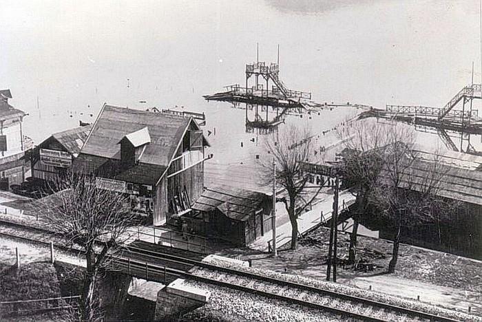 Die abgebrannte Militärschwimmschule 1932