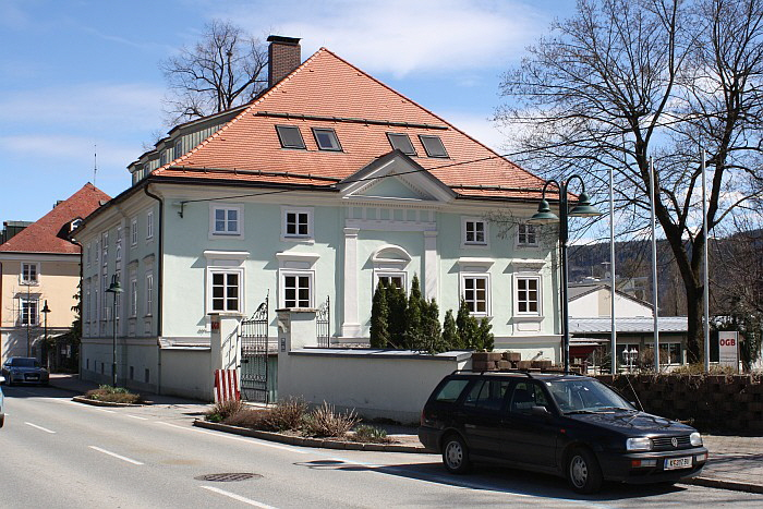 Schloss Krumpendorf an der Hauptstraße