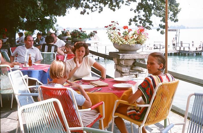 Im Sitzgarten des Terrassenhotels ca. 1963