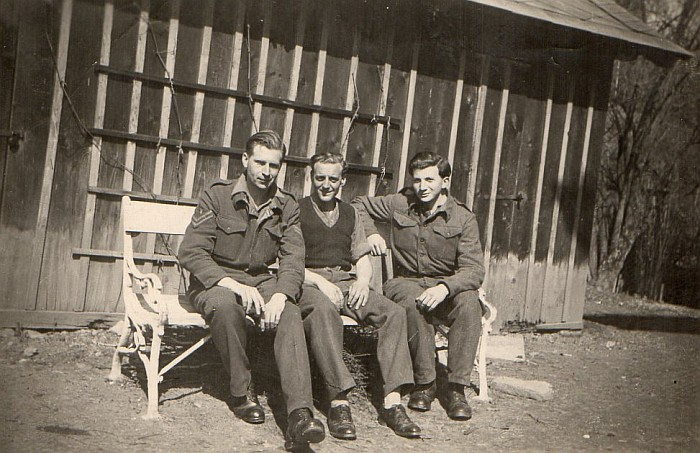 Britische Soldaten bei der Villa Schindler 1946