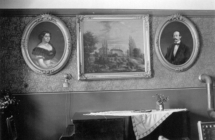 Wohnzimmer mit Klavier 1954